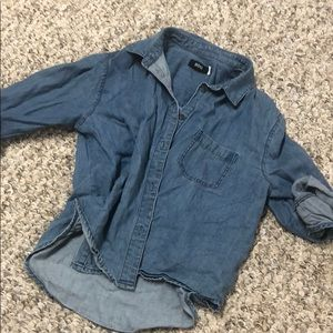 CROPPED BUTTON DOWN DENIM TOP FROM UO